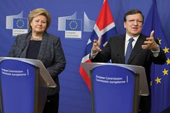 Erna Solberg, on the left, and JosÈ Manuel Barroso