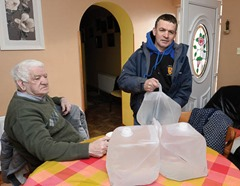 Presseye 21st January 2015 Michael Penrose from  Killeter pictured as he delivers his elderly parents a fresh supply of water from the Village of Killeter. Photograph: Press Eye.com